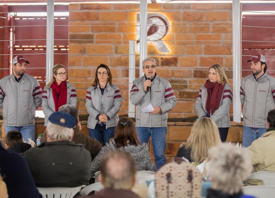 Grande Dia Renascer reúne clientes, amigos e parceiros para o desfile dos reprodutores